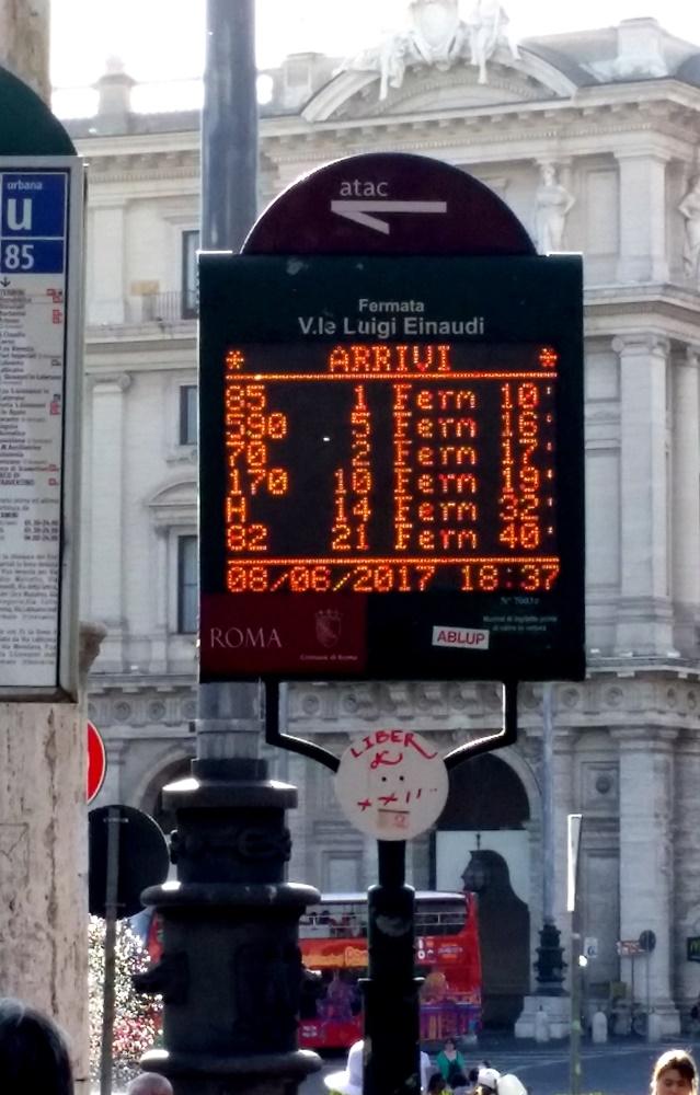 ローマの電光掲示板