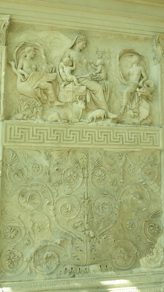 アラ・パキスの彫刻