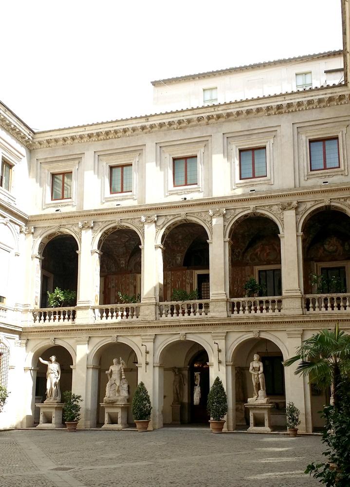 アルテンプス宮中庭