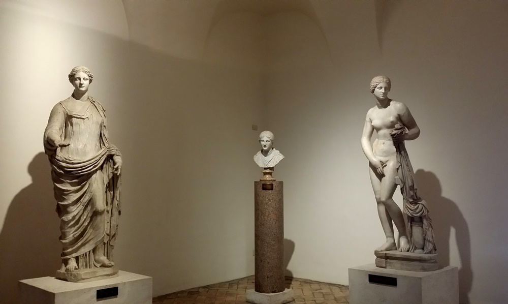 アルテンプス宮の彫刻