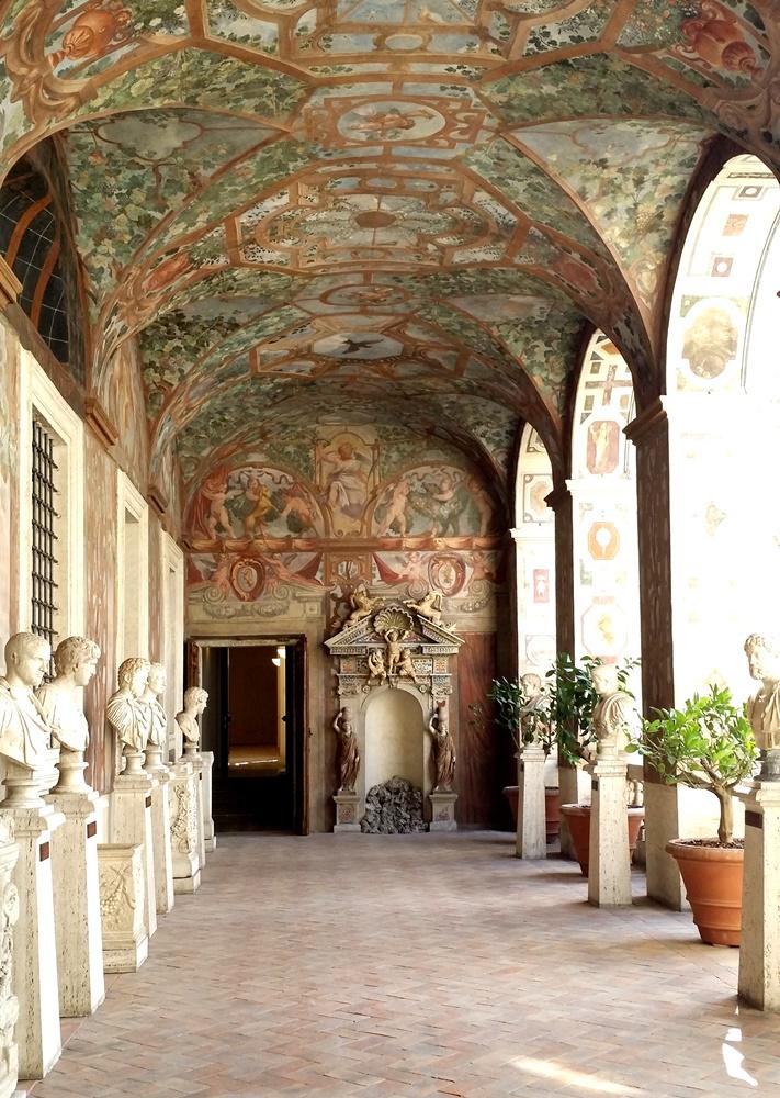 アルテンプス宮の回廊