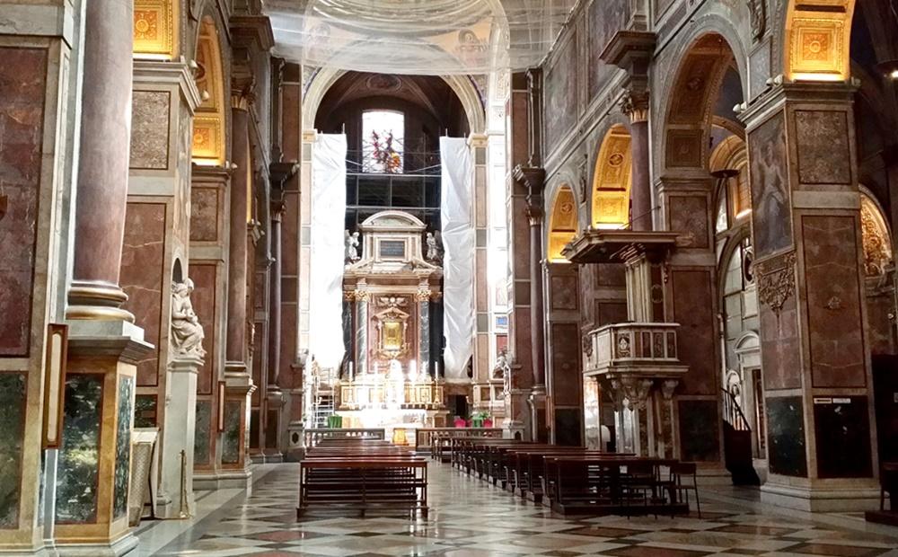 サンタゴスティーノ教会内部