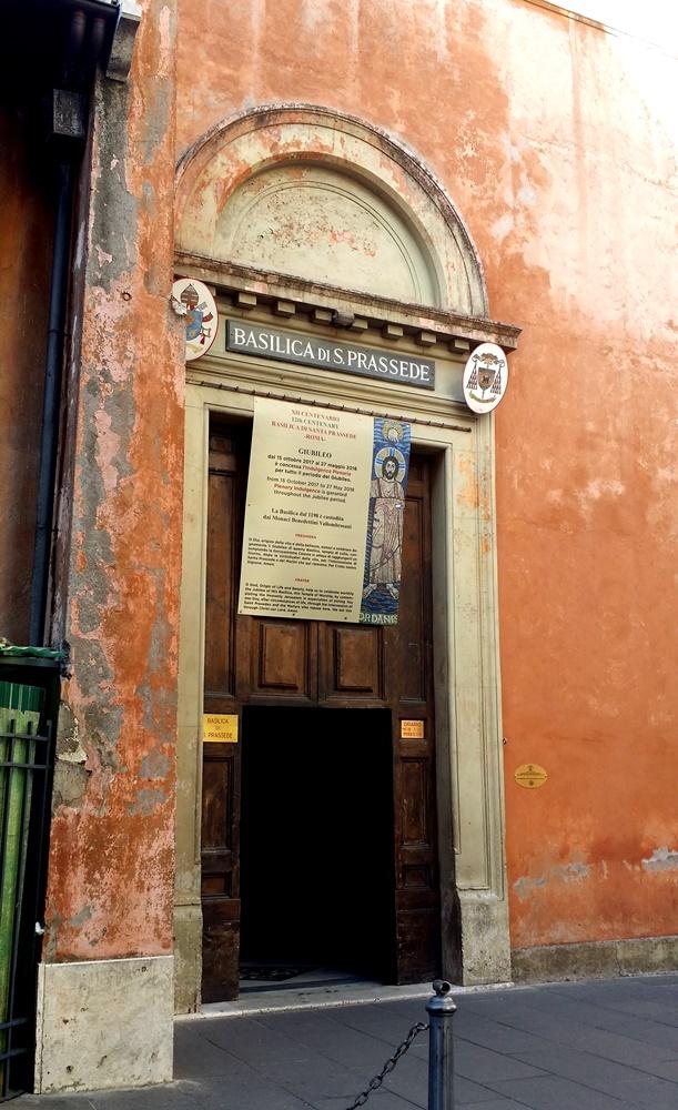 サンタ・プラッセ―デ教会の入り口