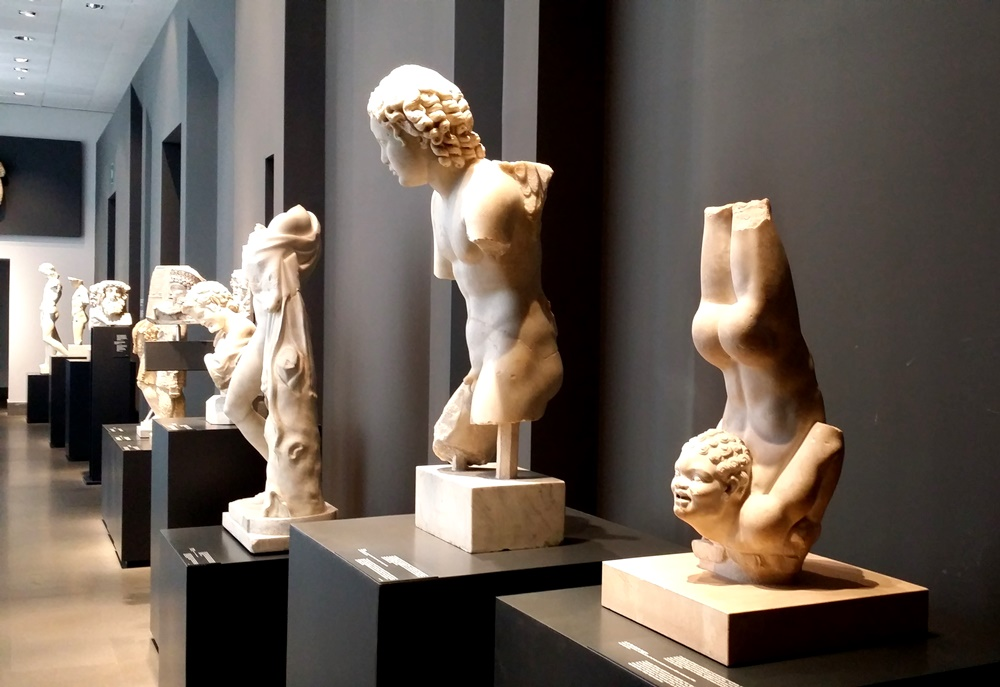 マッシモ宮の彫刻