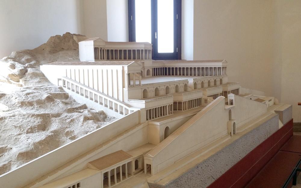 古代のパレストリーナの神殿の模型