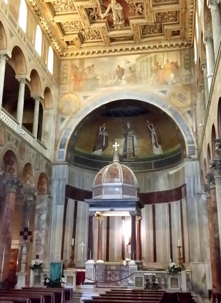 サンタニエーゼ・フォーリ・レ・ムーラ教会内部