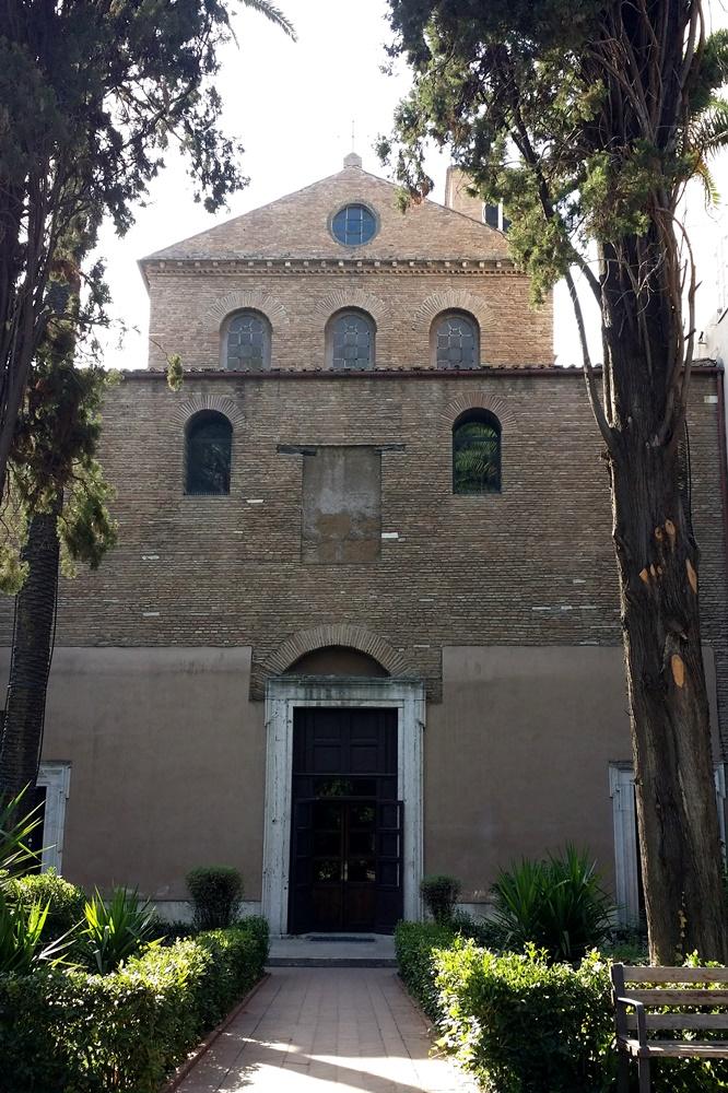 サンタニエーゼ・フォーリ・レ・ムーラ教会