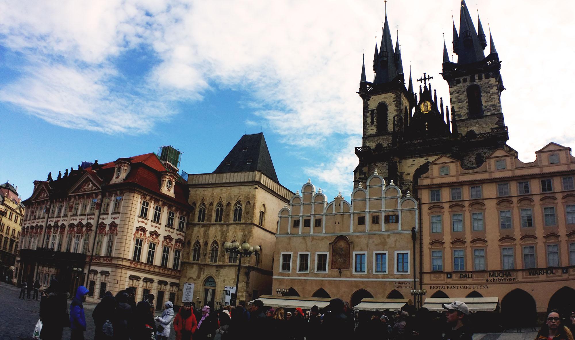 プラハ旧市街広場とティーン聖母教会