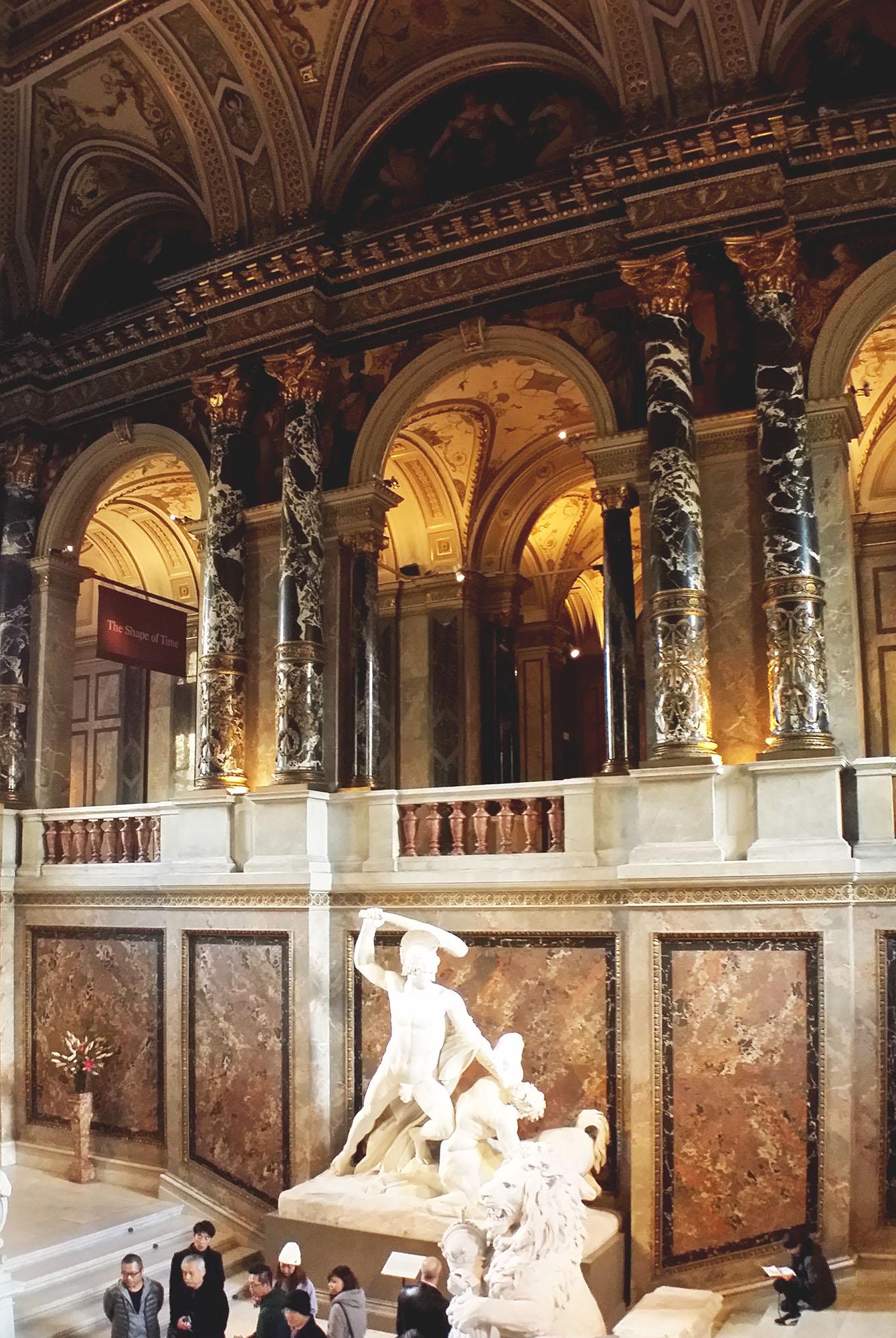 美術史美術館中央階段
