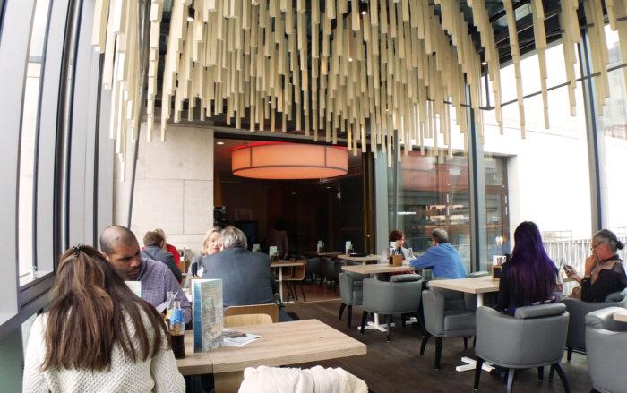 レオボルド美術館カフェ